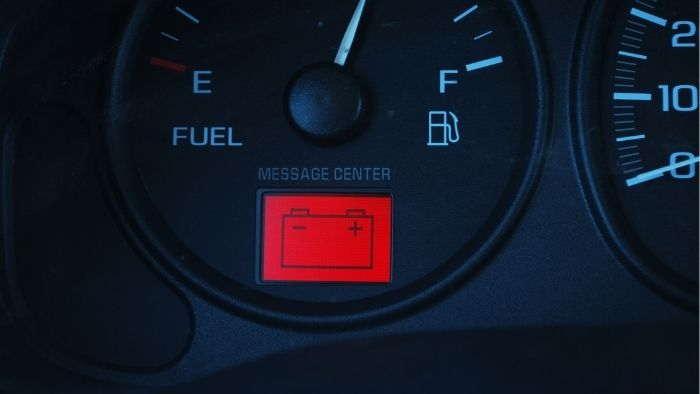 Bateria muerta - la luz de la batería del coche está encendida